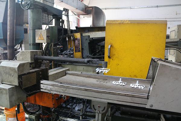 自动压铸设备—华银
