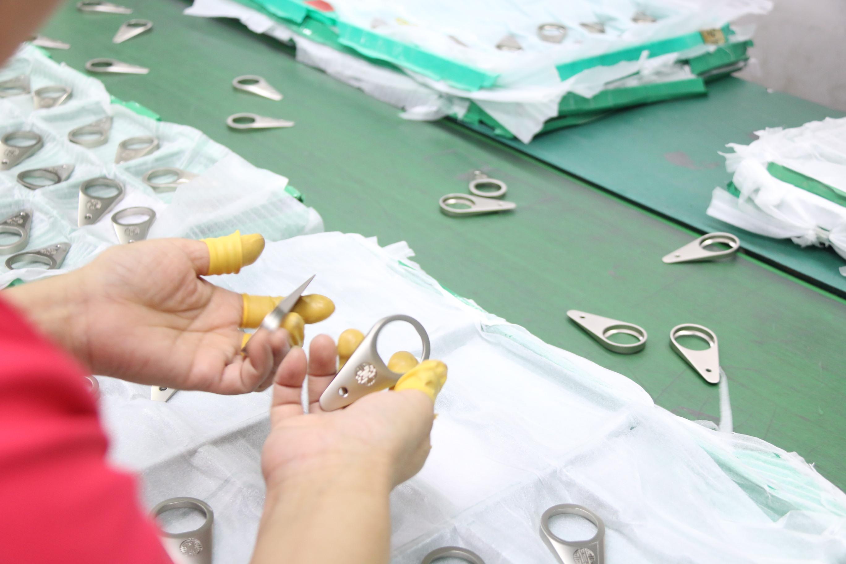 这样做可以避免铝合金压铸件产生沙孔
